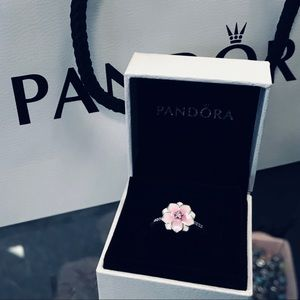 100% Authentic Pandora Magnolia Bloom Ring NEW